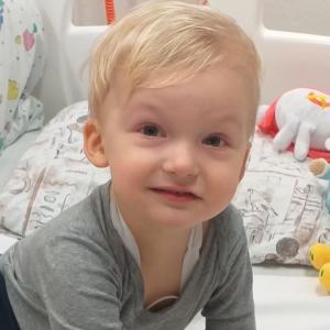 V nemocnici nám nejvíc chyběl tatínek-dvouletý Filípek se potýká sleukémií